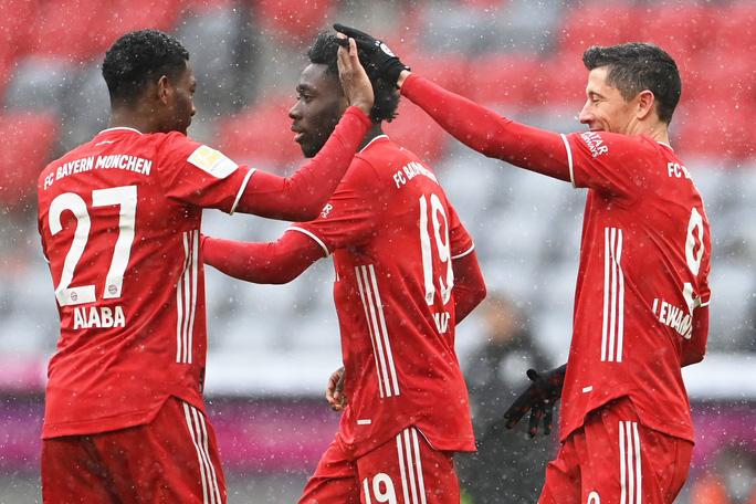 Lewandowski vượt huyền thoại Gerd Muller, lập kỷ lục ở Bundesliga - Ảnh 3.