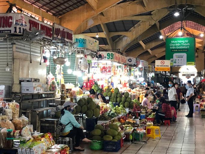 Chợ ế, tiểu thương tìm đường bán hàng qua mạng - Ảnh 1.