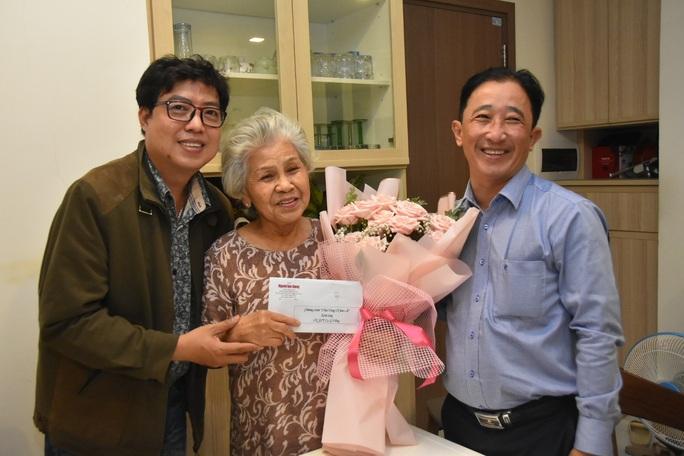 Mai Vàng nhân ái thăm NSƯT Ca Lê Hồng sau ca phẫu thuật viêm túi mật - Ảnh 1.