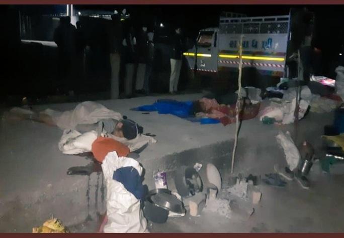 Đang nằm ngủ, 15 người bị xe ben cán chết - Ảnh 1.