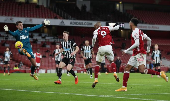 Hung thần Aubameyang bùng nổ, Arsenal thắng giòn giã Newcastle - Ảnh 1.