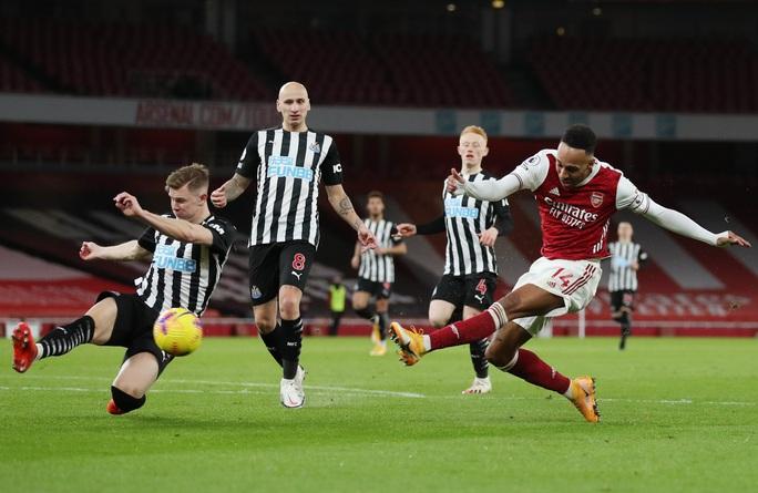Hung thần Aubameyang bùng nổ, Arsenal thắng giòn giã Newcastle - Ảnh 2.