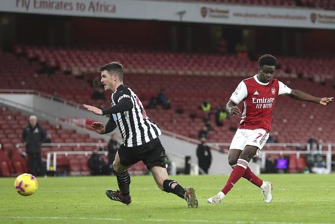 Hung thần Aubameyang bùng nổ, Arsenal thắng giòn giã Newcastle - Ảnh 4.