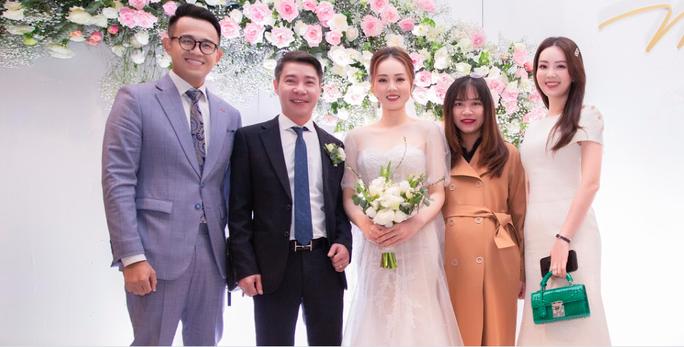 Chùm ảnh: Dàn sao dự đám cưới lần ba của Cô Đẩu Công Lý với cô dâu kém 15 tuổi - Ảnh 3.