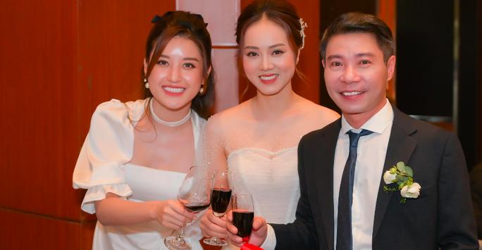 Chùm ảnh: Dàn sao dự đám cưới lần ba của Cô Đẩu Công Lý với cô dâu kém 15 tuổi - Ảnh 2.