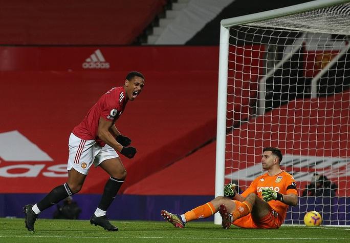 Quật ngã Aston Villa, Man United bắt kịp đội đầu bảng Liverpool - Ảnh 2.