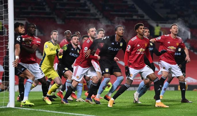Quật ngã Aston Villa, Man United bắt kịp đội đầu bảng Liverpool - Ảnh 1.