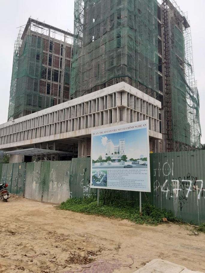 Tai nạn ở công trình trụ sở Sở Tài chính Nghệ An, hàng chục người bị thương - Ảnh 1.