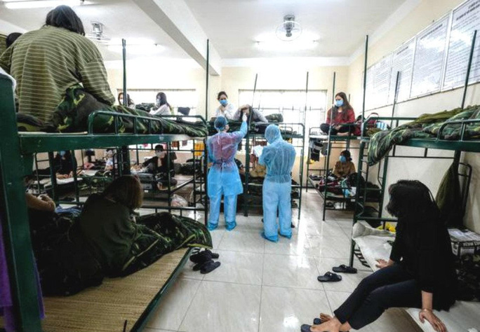 Hạn chế chuyến bay, Bộ Y tế yêu cầu ngưng cách ly tại nhà, nơi lưu trú - Ảnh 1.
