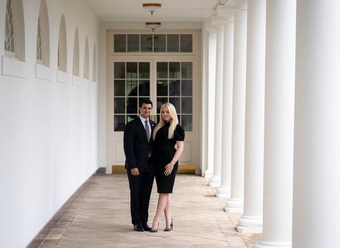 Con gái út Tổng thống Donald Trump đính hôn tại Nhà Trắng - Ảnh 1.