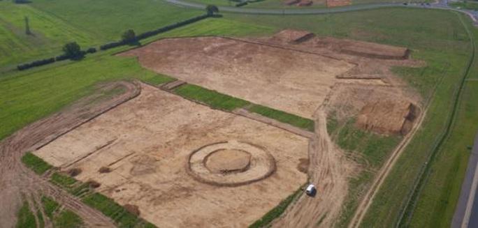 Xây nhà, đào trúng 154 mộ cổ đầy châu báu 4.000 năm - Ảnh 2.