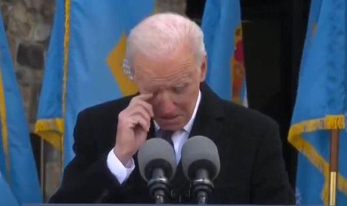 Ông Biden xúc động rơi nước mắt trước khi đến Washington nhậm chức - Ảnh 1.