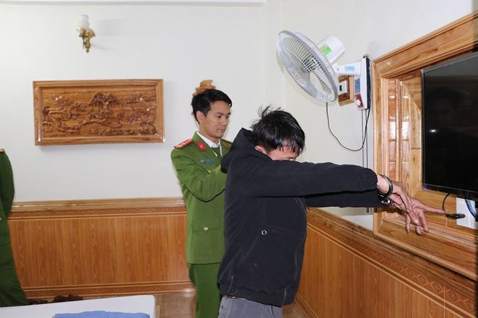 Lộ 79 đoạn clip nóng quay lén cảnh các cặp đôi đang quan hệ trong nhà nghỉ - Ảnh 1.