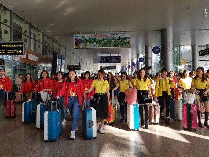 Đà Nẵng đón đoàn 700 khách du lịch đến từ Hà Nội - Ảnh 3.