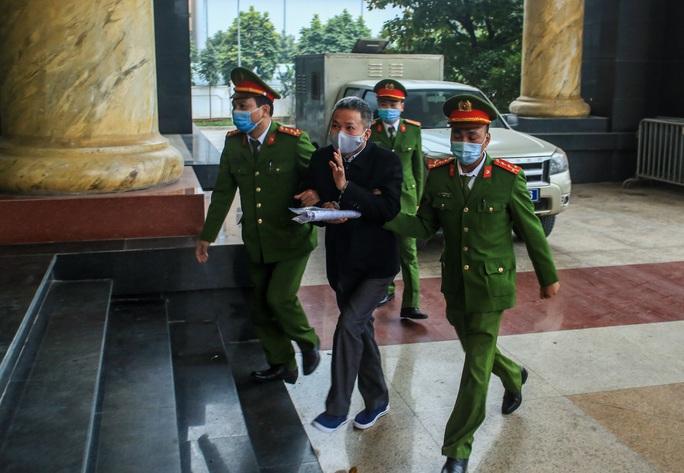 CLIP: Ông Đinh La Thăng, Trịnh Xuân Thanh đến tòa - Ảnh 7.
