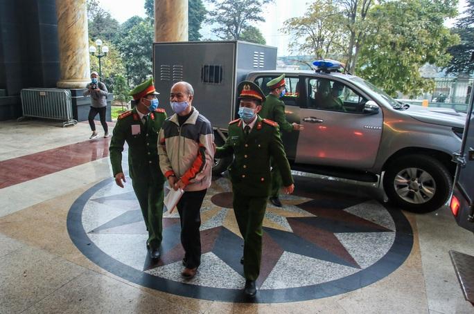 CLIP: Ông Đinh La Thăng, Trịnh Xuân Thanh đến tòa - Ảnh 8.