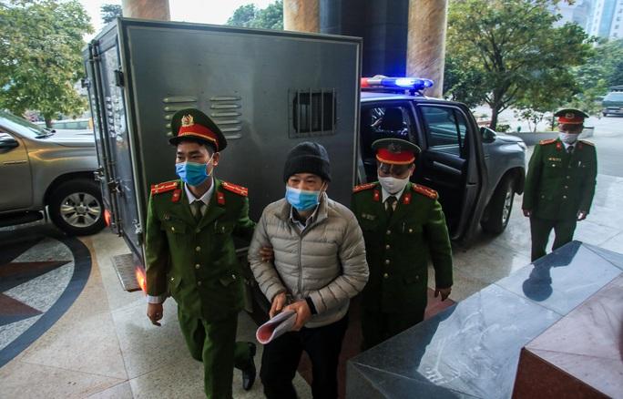 CLIP: Ông Đinh La Thăng, Trịnh Xuân Thanh đến tòa - Ảnh 9.