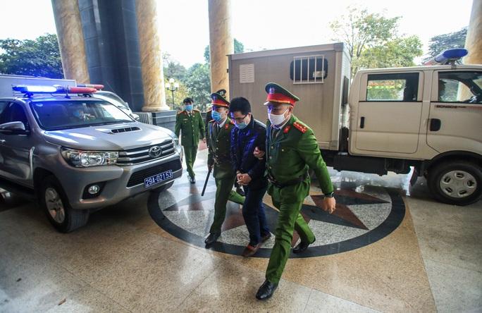CLIP: Ông Đinh La Thăng, Trịnh Xuân Thanh đến tòa - Ảnh 5.