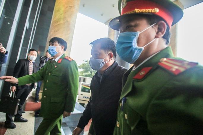 CLIP: Ông Đinh La Thăng, Trịnh Xuân Thanh đến tòa - Ảnh 10.