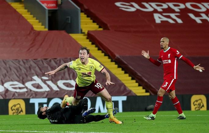 Liverpool thua sốc trên chấm phạt đền, tí hon Burnley lập kỳ tích - Ảnh 4.