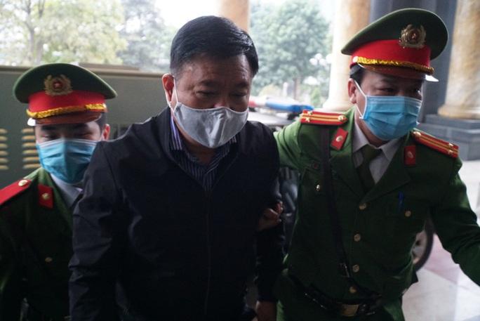 CLIP: Ông Đinh La Thăng, Trịnh Xuân Thanh đến tòa - Ảnh 2.