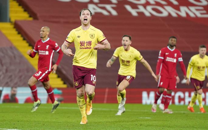 Liverpool thua sốc trên chấm phạt đền, tí hon Burnley lập kỳ tích - Ảnh 7.