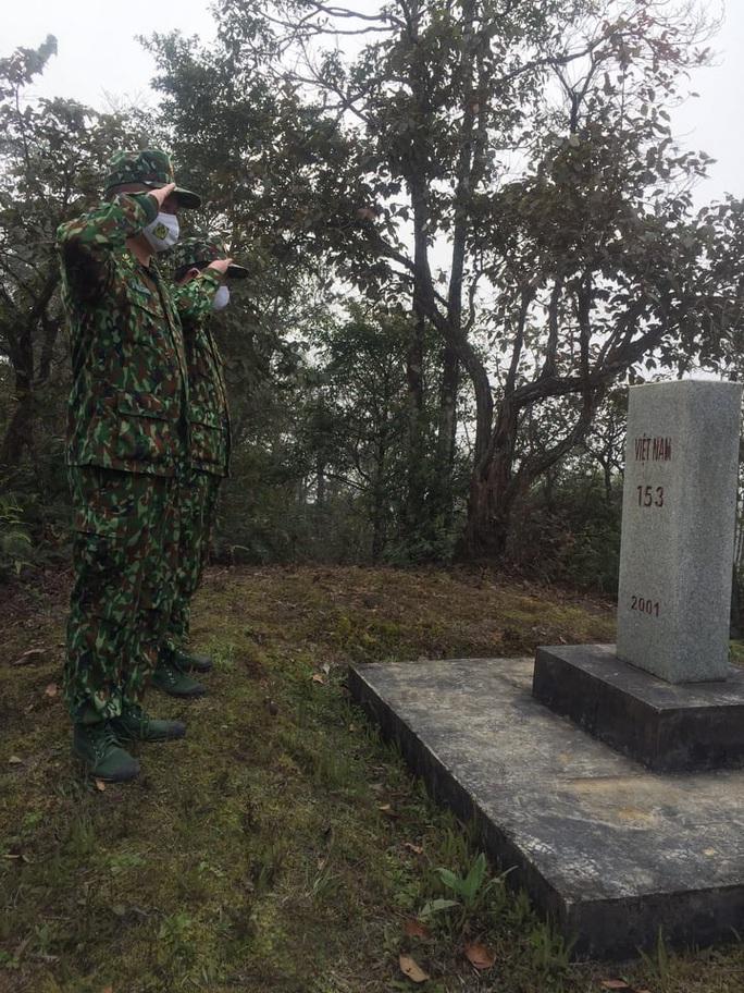 Cận cảnh cuộc sống của bộ đội biên phòng dưới cái rét cắt da cắt thịt nơi địa đầu Tổ quốc - Ảnh 1.