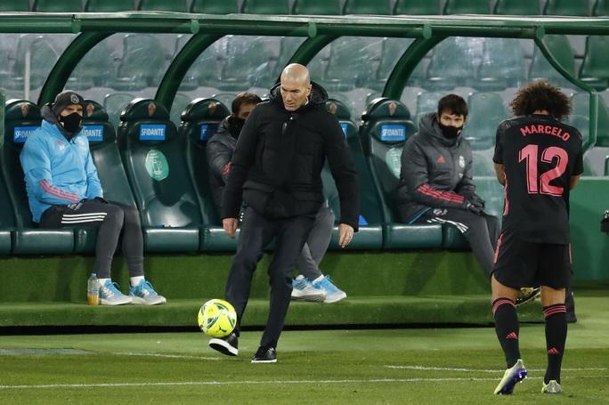 Sốc: HLV Zidane mắc Covid-19 - Ảnh 1.