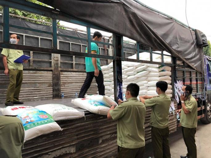 TP HCM: Thu giữ 45 tấn bột ngọt Trung Quốc thuộc diện cấm nhập - Ảnh 1.