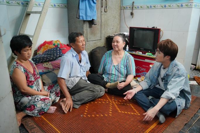 Huỳnh Lập đi làm ở Miếu Nổi, giúp người cha già nuôi vợ con tật nguyền - Ảnh 1.