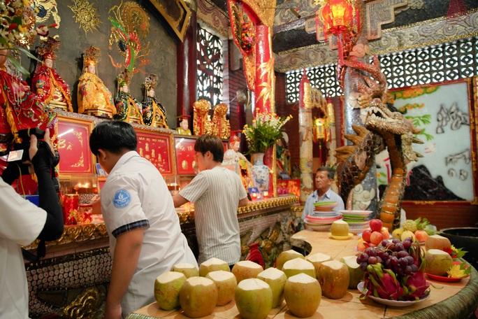 Huỳnh Lập đi làm ở Miếu Nổi, giúp người cha già nuôi vợ con tật nguyền - Ảnh 5.