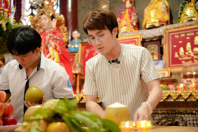 Huỳnh Lập đi làm ở Miếu Nổi, giúp người cha già nuôi vợ con tật nguyền - Ảnh 4.