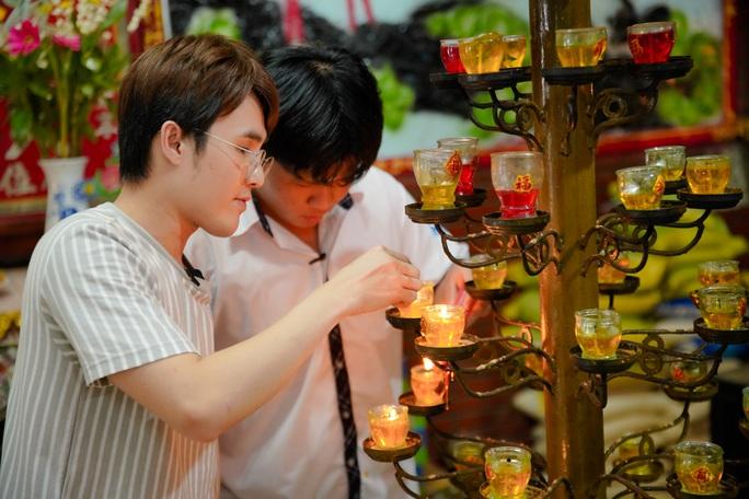 Huỳnh Lập đi làm ở Miếu Nổi, giúp người cha già nuôi vợ con tật nguyền - Ảnh 3.