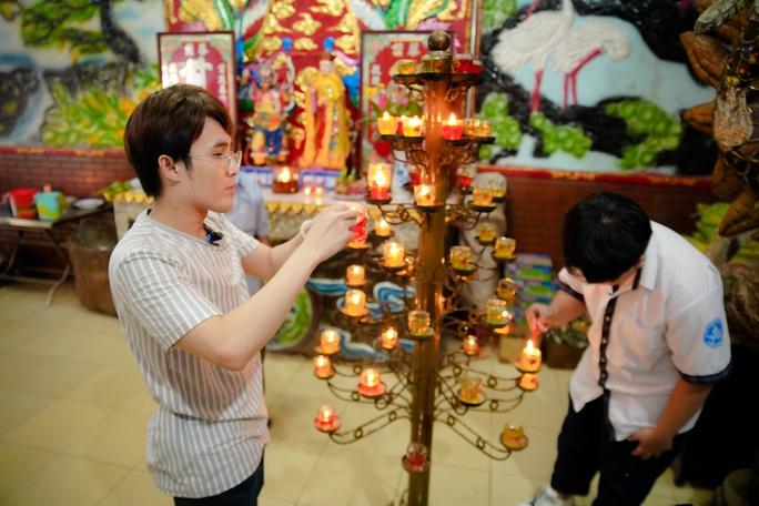 Huỳnh Lập đi làm ở Miếu Nổi, giúp người cha già nuôi vợ con tật nguyền - Ảnh 2.