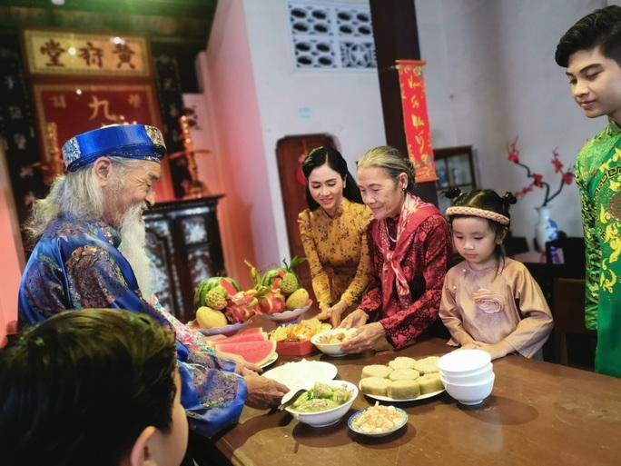 Ca sĩ Phương Anh: Hạnh phúc được về đón Tết với ba mẹ - Ảnh 4.