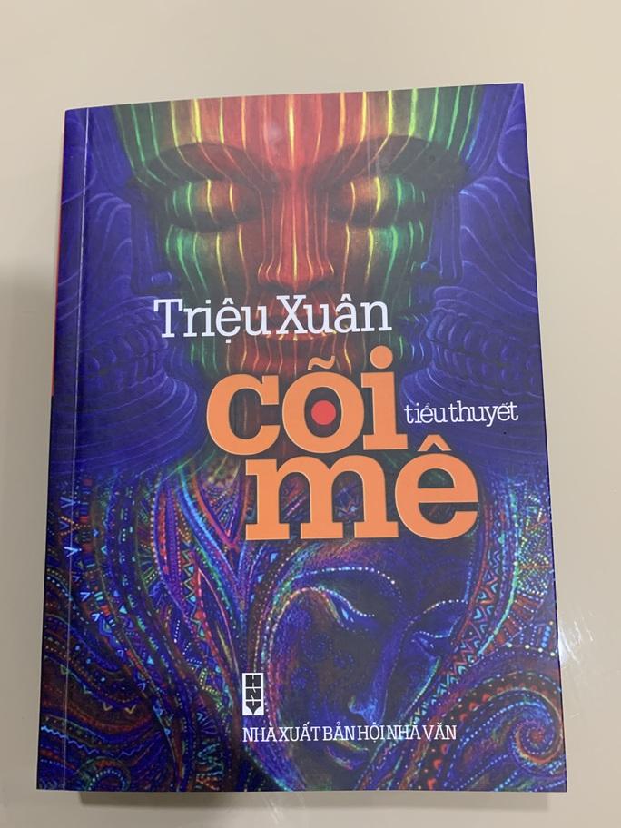 """Nhà văn Triệu Xuân ra mắt """"Cõi mê"""" tái bản lần thứ 6 - Ảnh 2."""