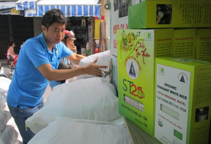 Gạo ST25 làm nóng thị trường quà Tết - Ảnh 1.