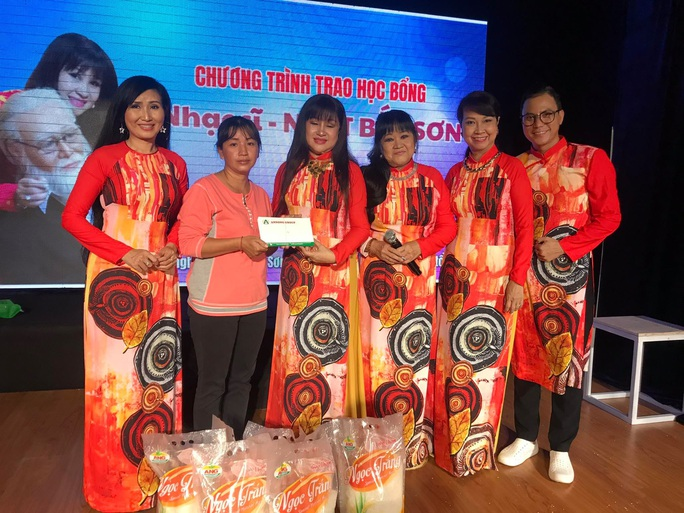 Cuối năm, hai học bổng nghệ sĩ trao tặng con em công nhân sân khấu - Ảnh 5.