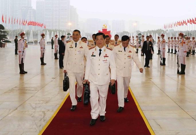 Chùm ảnh: Tổng Bí thư, Chủ tịch nước và các đại biểu dự phiên trù bị Đại hội XIII - Ảnh 12.