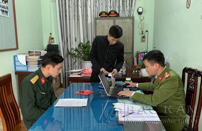 Lừa xe máy của sinh viên, trộm quân phục đi xuyên tỉnh để dễ bán - Ảnh 1.