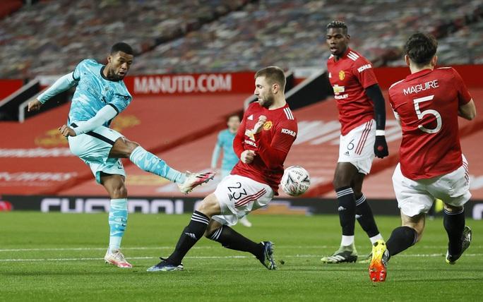 Rượt đuổi kịch tính tại Old Trafford, Man United quật ngã Liverpool ở FA  Cup - Ảnh 1.