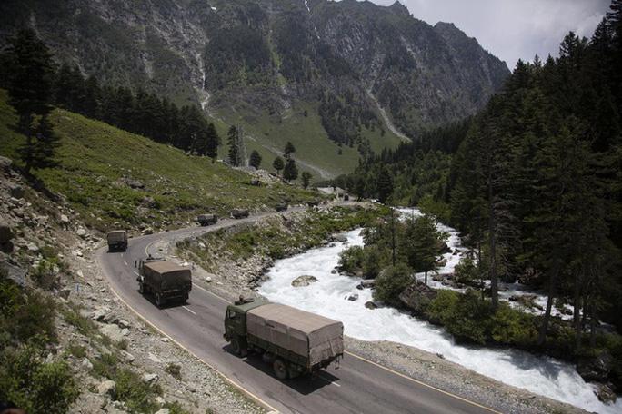 Binh sĩ Ấn Độ - Trung Quốc thượng cẳng chân, hạ cẳng tay ở biên giới - Ảnh 1.