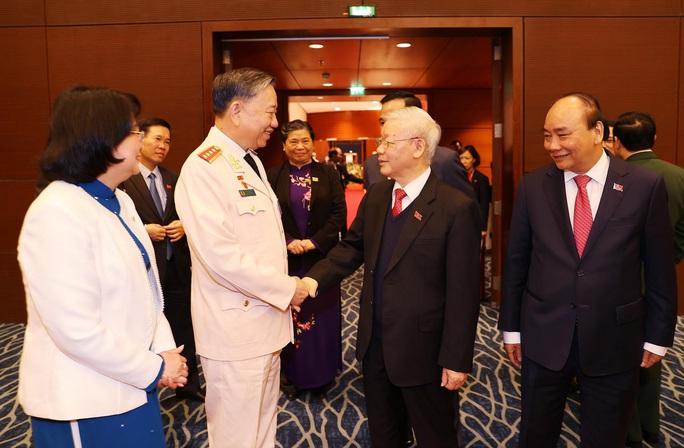 Chùm ảnh: Tổng Bí thư, Chủ tịch nước và các đại biểu dự phiên trù bị Đại hội XIII - Ảnh 4.