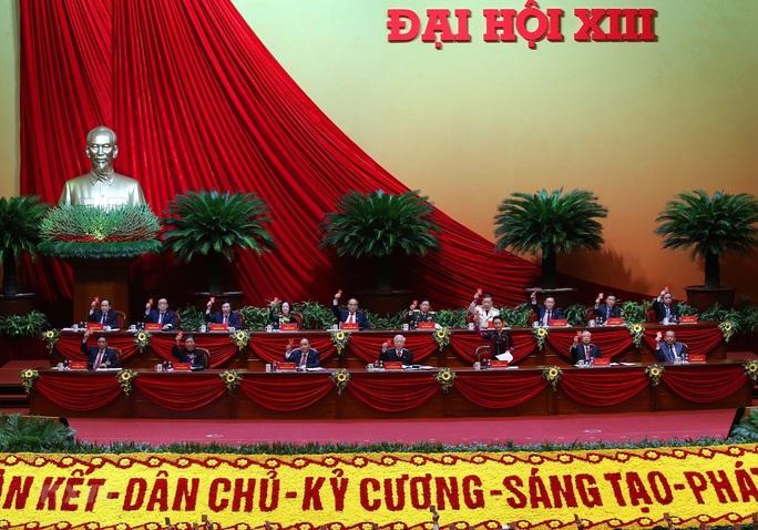 Bầu Đoàn Chủ tịch Đại hội XIII gồm 17 thành viên - Ảnh 1.