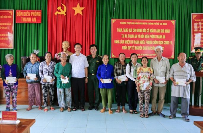 HĐND TP HCM chúc Tết cán bộ, chiến sĩ và nhân dân khu vực biên giới biển Cần Giờ - Ảnh 1.
