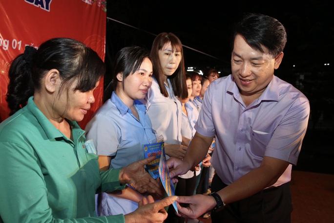 Ấm áp chương trình Tấm vé nghĩa tình hỗ trợ công nhân về quê đón Tết - Ảnh 6.