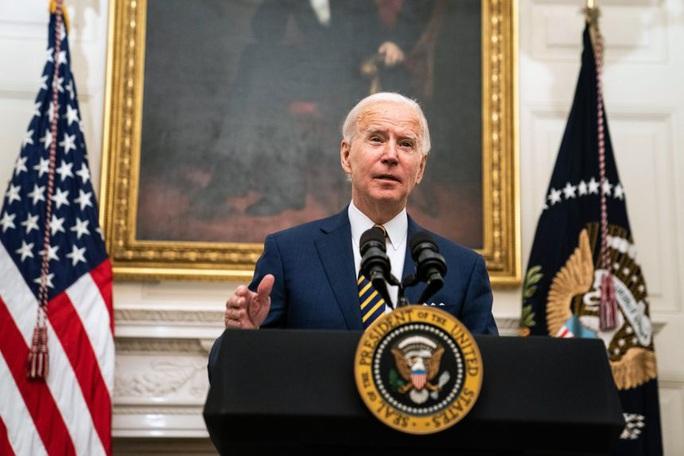 Tổng thống Joe Biden mạnh tay chi khoảng 20 tỉ USD thay dàn xe điện  - Ảnh 1.
