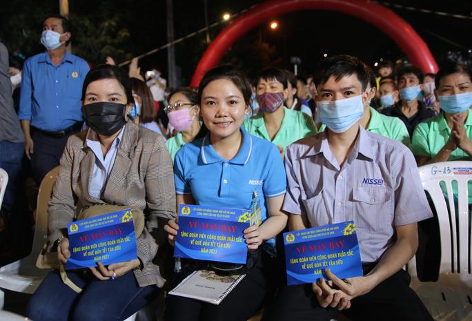 Ấm áp chương trình Tấm vé nghĩa tình hỗ trợ công nhân về quê đón Tết - Ảnh 5.