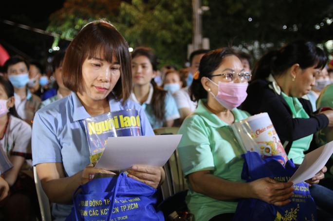 Ấm áp chương trình Tấm vé nghĩa tình hỗ trợ công nhân về quê đón Tết - Ảnh 9.