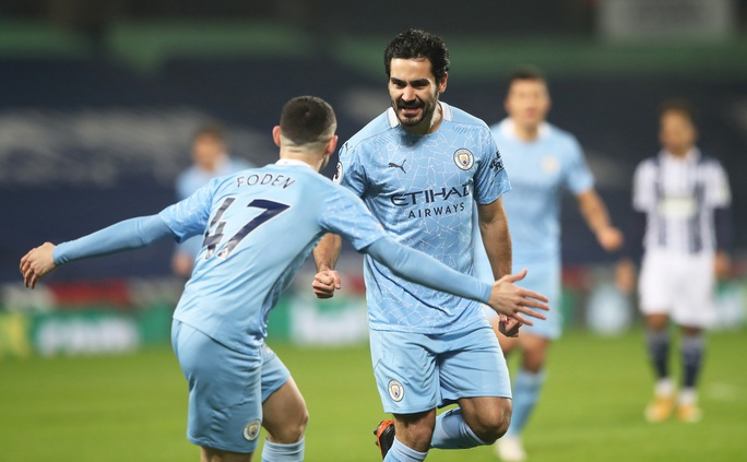 HLV Guardiola nói gì khi Man City chiếm ngôi đầu bảng của Man United? - Ảnh 2.